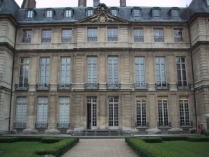 Among the MANY museums located in the Marais is the well known Picasso Museum