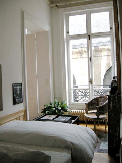Paris apartment has a top quality queen size bed.